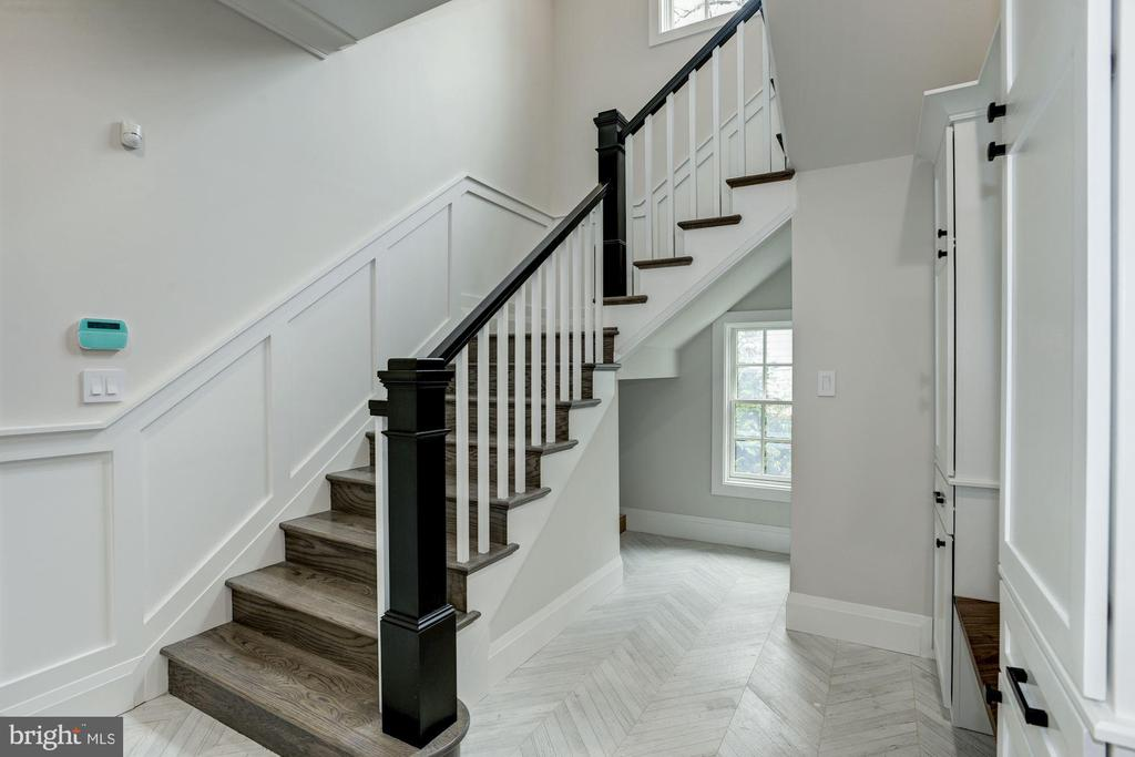Back Staircase - 1916 RHODE ISLAND AVE, MCLEAN