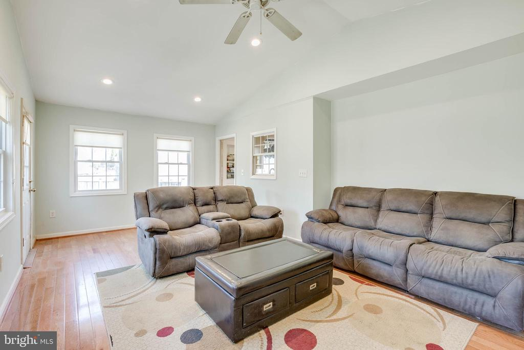 Vaulted Ceilings - 4713 TALLAHASSEE AVE, ROCKVILLE