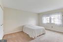 King-sized master bedroom - 503 LEE CT, STERLING