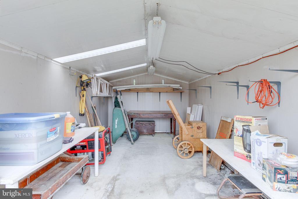 HUGE exterior shed! - 503 LEE CT, STERLING
