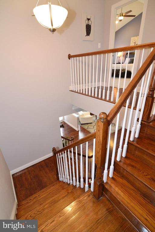 Beautiful Wood Stairs - 22988 CHERTSEY ST, ASHBURN