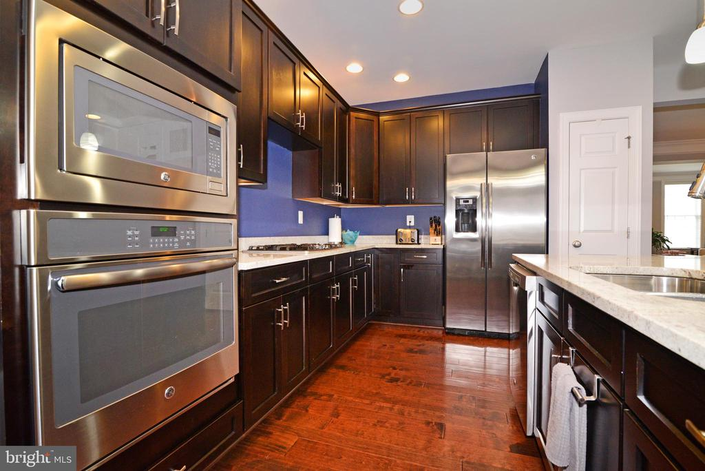Kitchen with Gleaming Appliances - 22988 CHERTSEY ST, ASHBURN