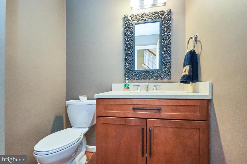 Updated Powder Room - 13356 GLEN TAYLOR LN, HERNDON