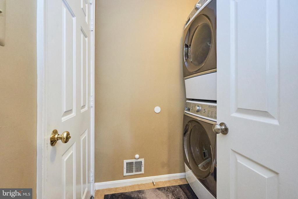 Main Level Laundry - 13356 GLEN TAYLOR LN, HERNDON