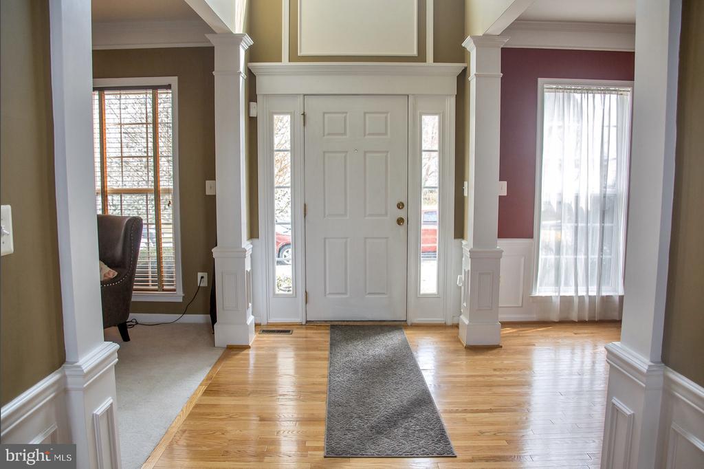 foyer, formal living room, and formal dining room - 9 JENNIFER LYNNE DR, KNOXVILLE