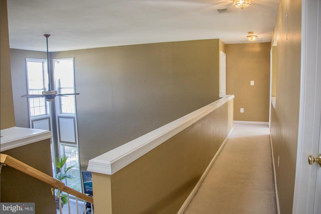 upstairs hallway - 9 JENNIFER LYNNE DR, KNOXVILLE
