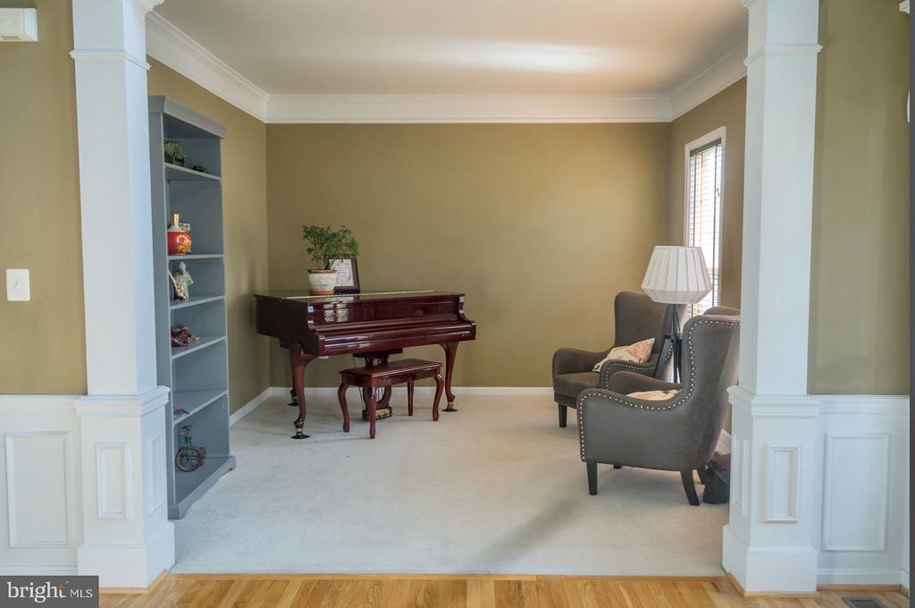 formal spacious living room - 9 JENNIFER LYNNE DR, KNOXVILLE