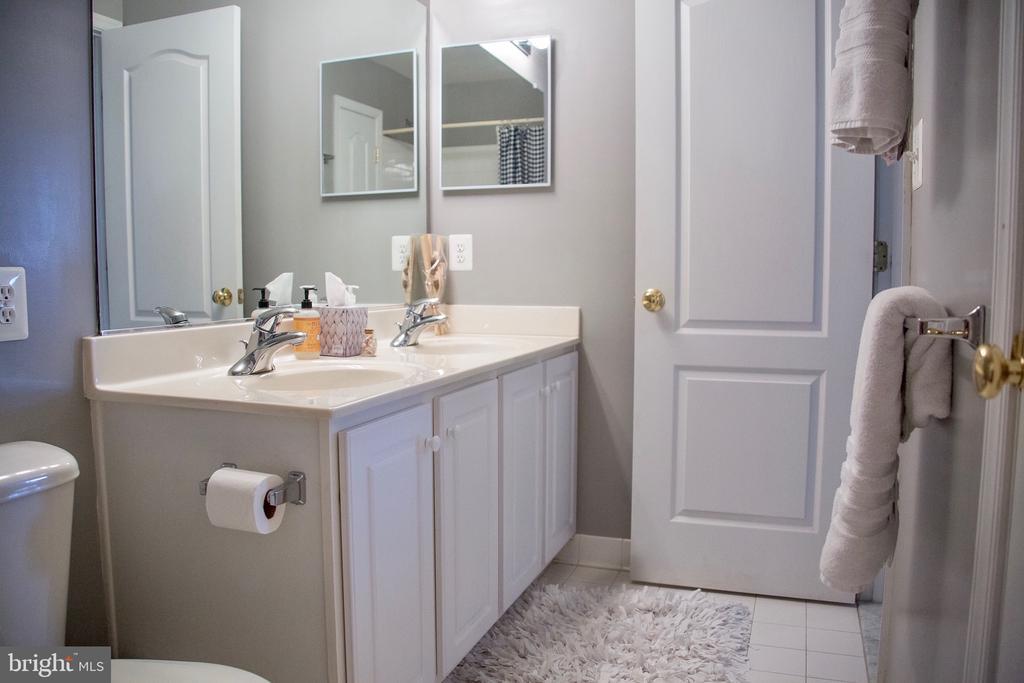 Hallway bathroom - 9 JENNIFER LYNNE DR, KNOXVILLE