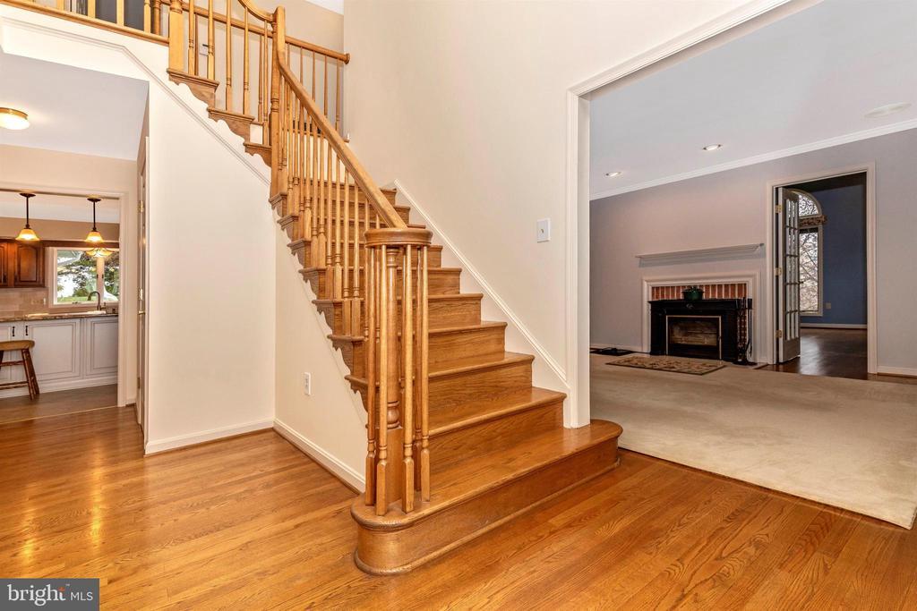 Beautiful hardwood staircase. - 7799 COBLENTZ RD, MIDDLETOWN