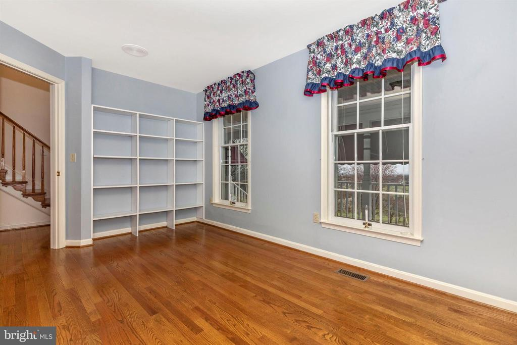 First floor office can be used as bedroom. - 7799 COBLENTZ RD, MIDDLETOWN