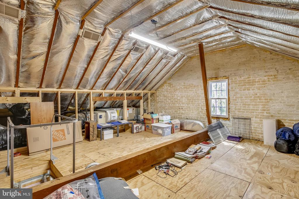 HUGE ATTIC FOR EXPANSION - 4722 30TH ST S, ARLINGTON