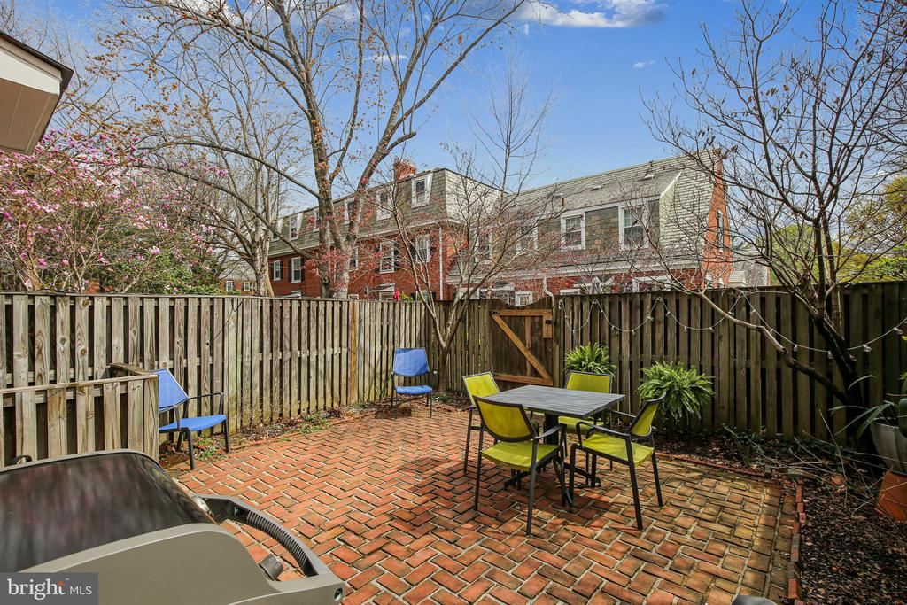 Lovely fenced in patio - 4722 30TH ST S, ARLINGTON