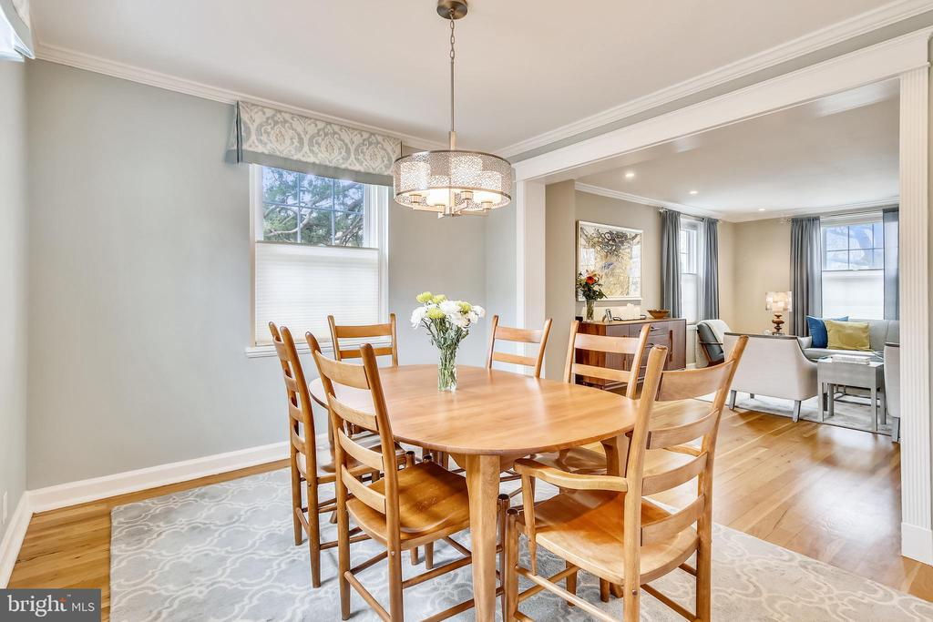 Easily fits a table for 6! - 4722 30TH ST S, ARLINGTON