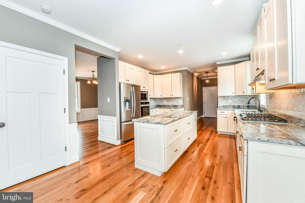 Shaker style solid wood cabinets - 4802 COWMANS CT NORTH, MOUNT AIRY