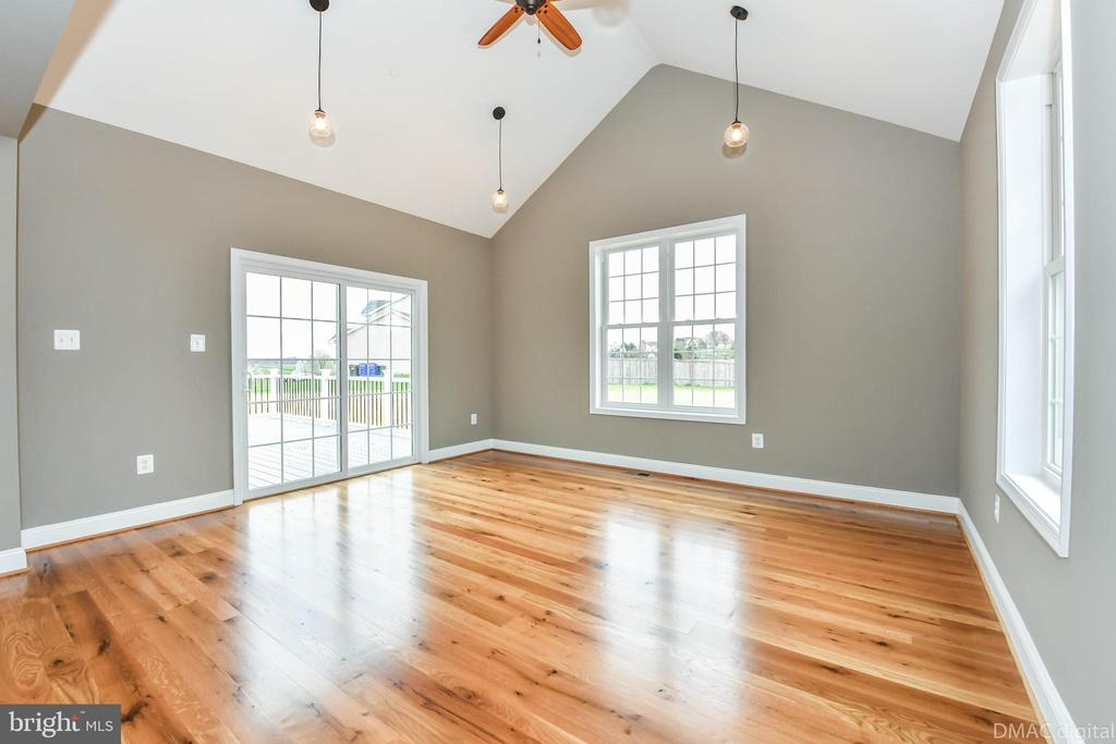 Vaulted ceiling w/ pendant lights and ceiling fan - 4802 COWMANS CT NORTH, MOUNT AIRY