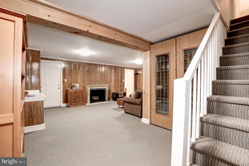 Lower level perfect for watching tv or a playroom - 6804 BROXBURN DR, BETHESDA