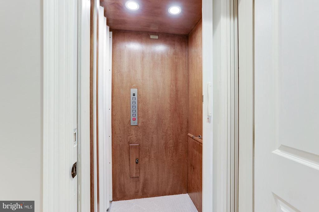 Elevator that Services All 4 Levels - 2330 N VERMONT ST, ARLINGTON
