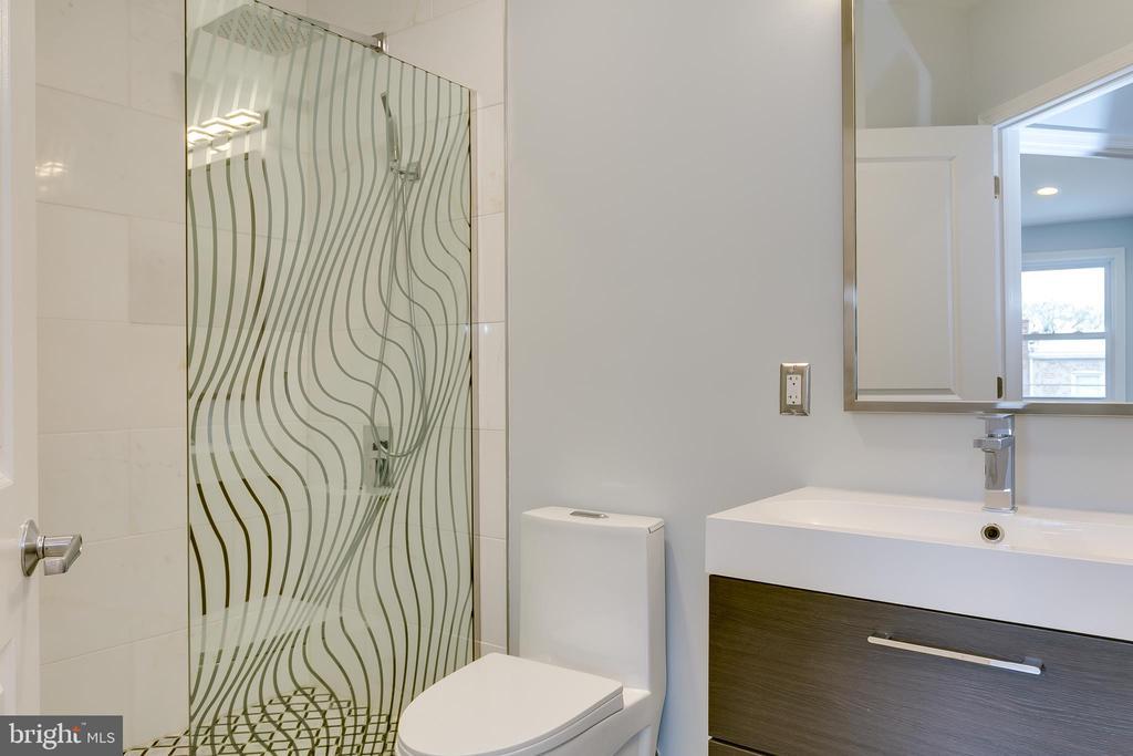 Full Bath - 1215 TRINIDAD AVE NE, WASHINGTON