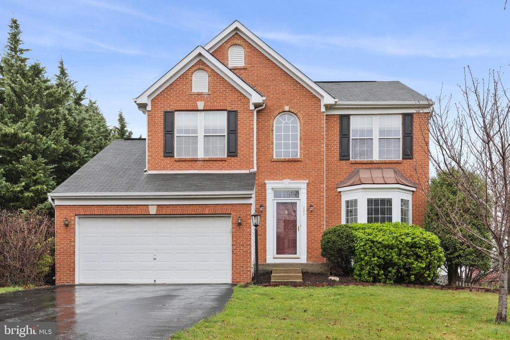MAKE THIS YOUR HOME TODAY! - 202 JENNINGS CT SE, LEESBURG