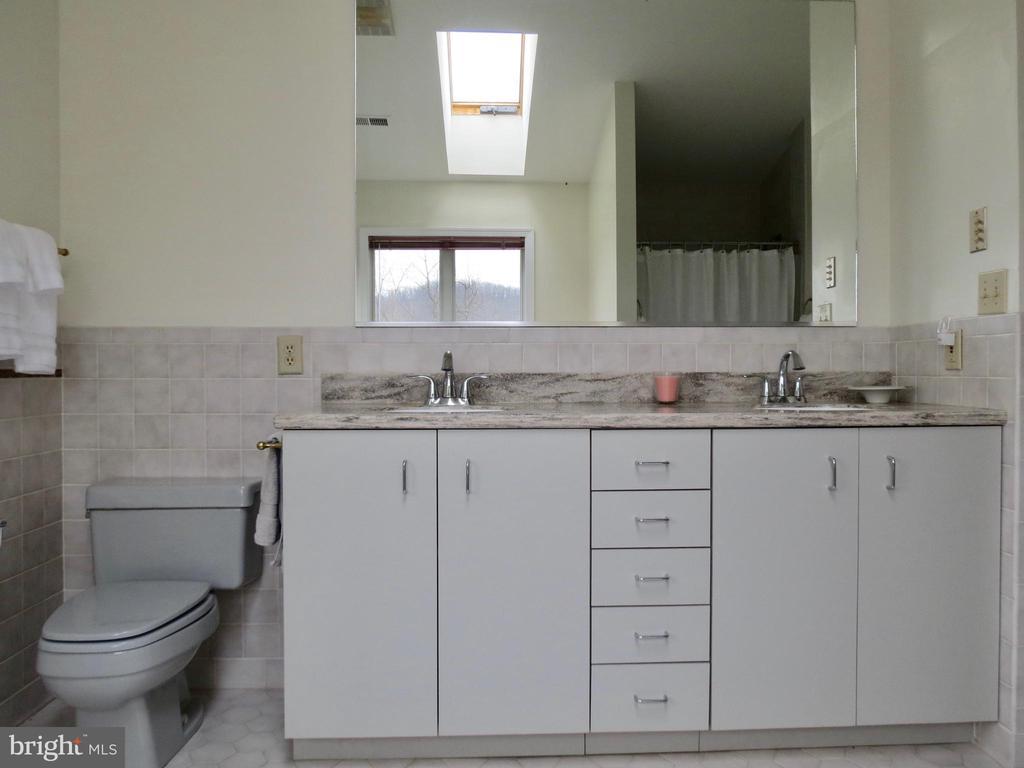 Upstairs Master Bath vanity - 335 FODDERSTACK RD, WASHINGTON
