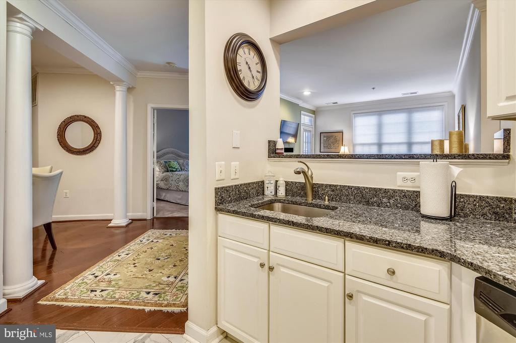 Kitchen with granite countertop - 1321 N ADAMS CT #308, ARLINGTON