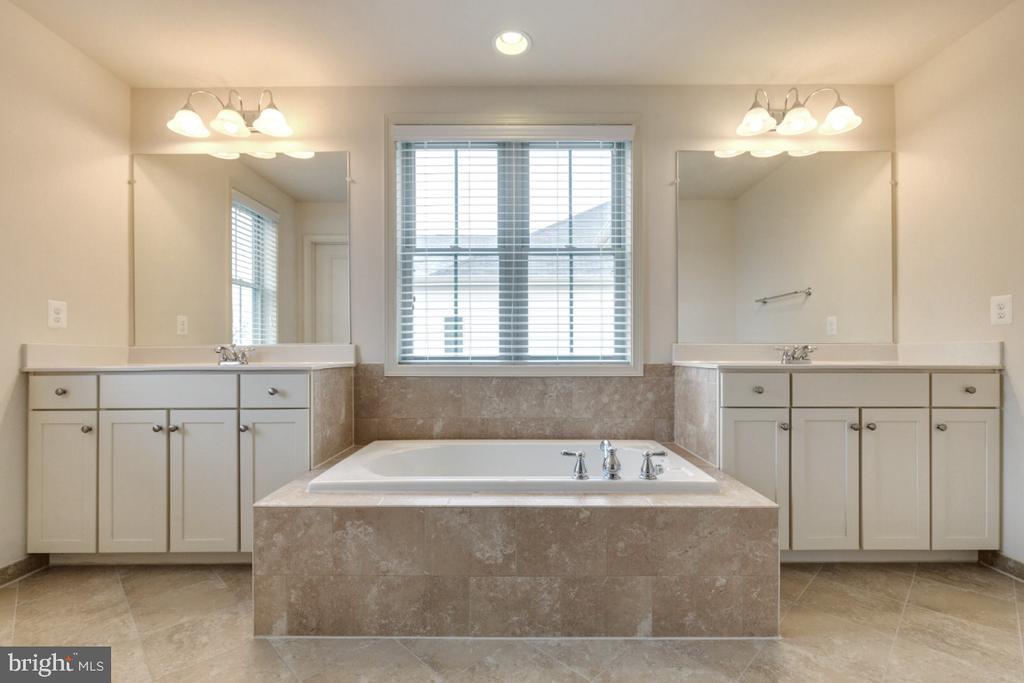 Luxury Master Bathroom with Dual Vanities - 23578 PROSPERITY RIDGE PL, BRAMBLETON