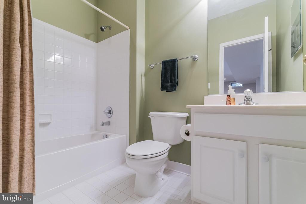 Full bath in the basement - 25543 THORNBURG CT, CHANTILLY