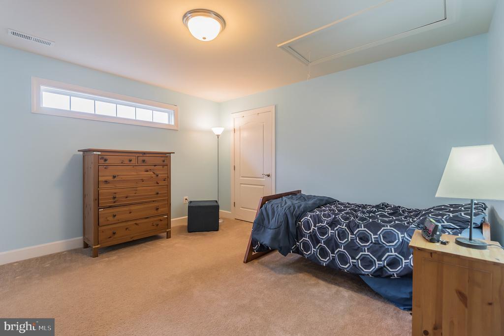 Upper level bedroom - 29 HEMPSTEAD LN, STAFFORD