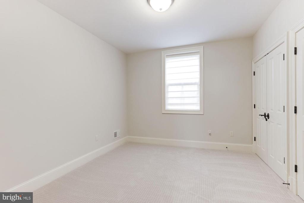 Lower Level Bedroom - 2330 N VERMONT ST, ARLINGTON