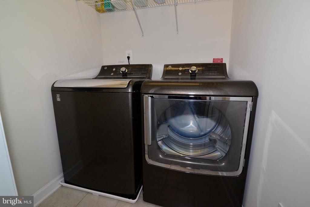 Washer/Dryer on upper - 55 STONE OAK PL, ROUND HILL