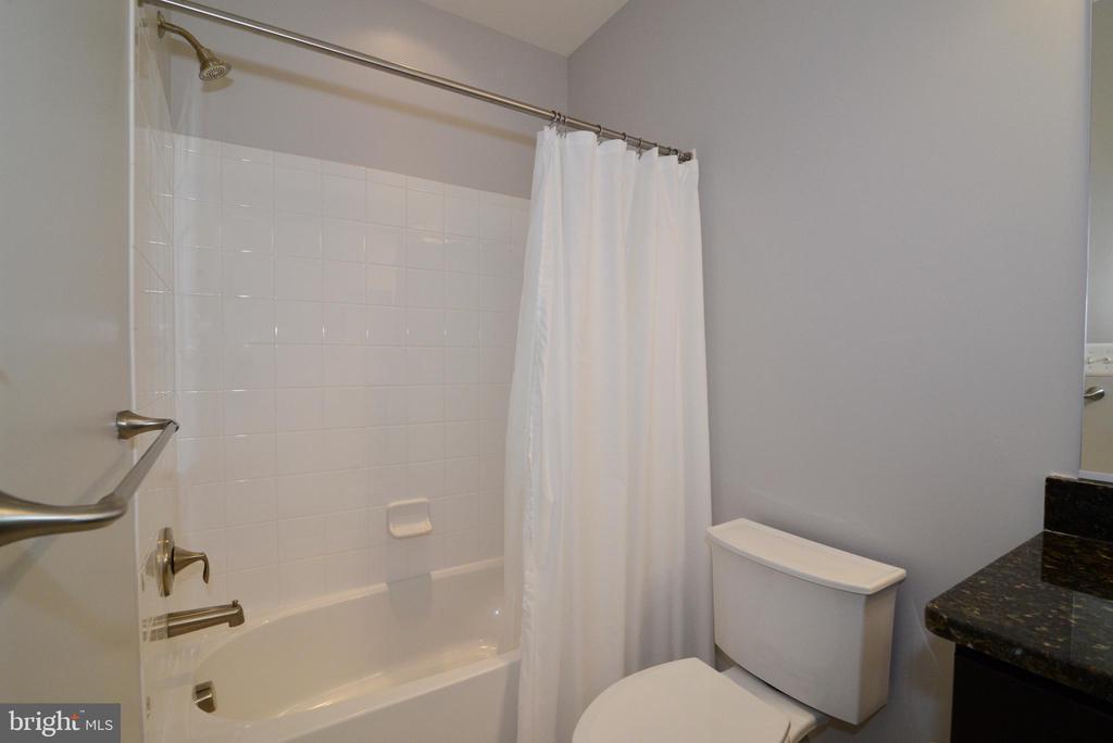 Full bath in basement - 55 STONE OAK PL, ROUND HILL