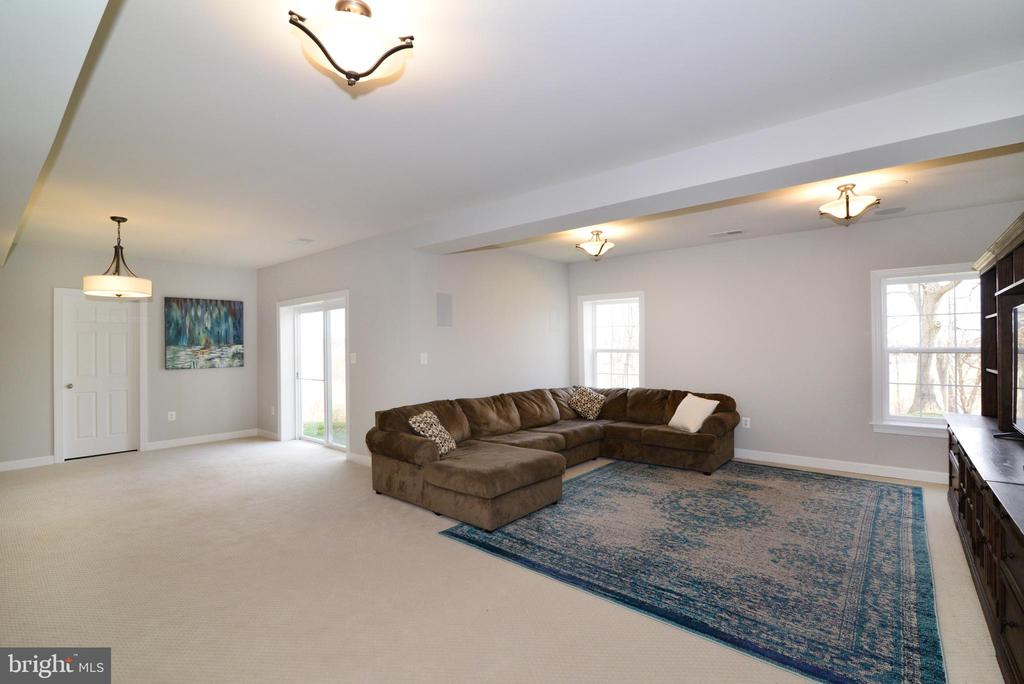Large and open basement - 55 STONE OAK PL, ROUND HILL