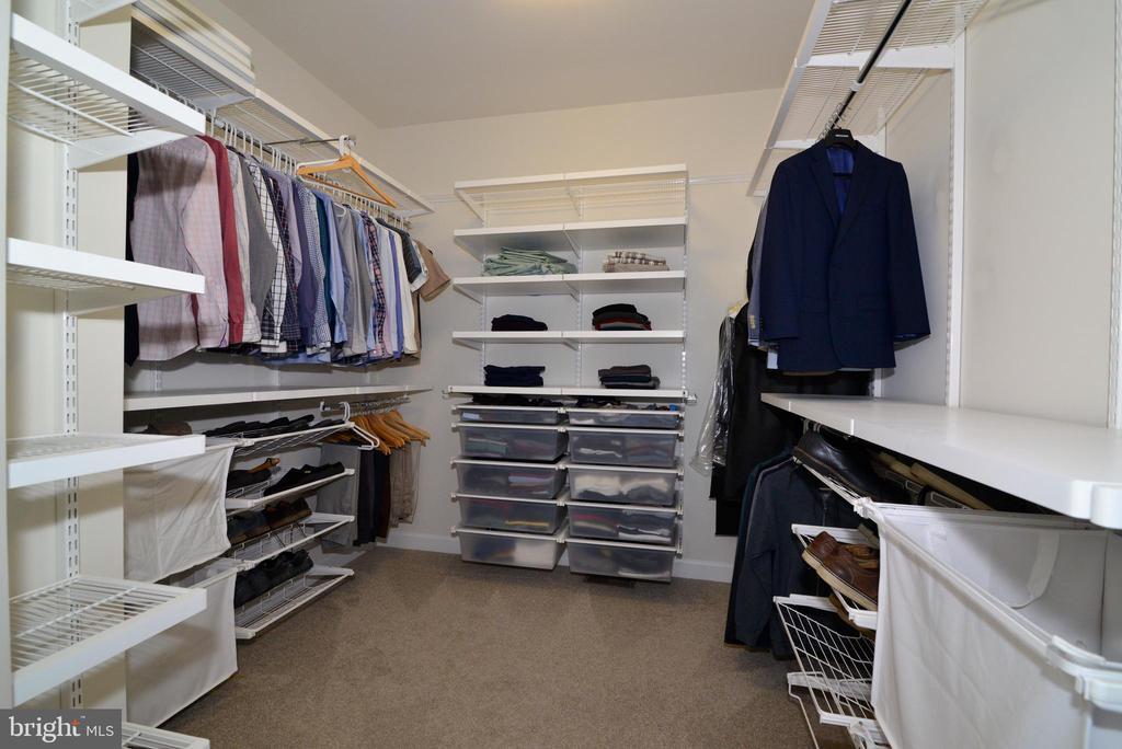 Huge master bath walk-in closet - 55 STONE OAK PL, ROUND HILL