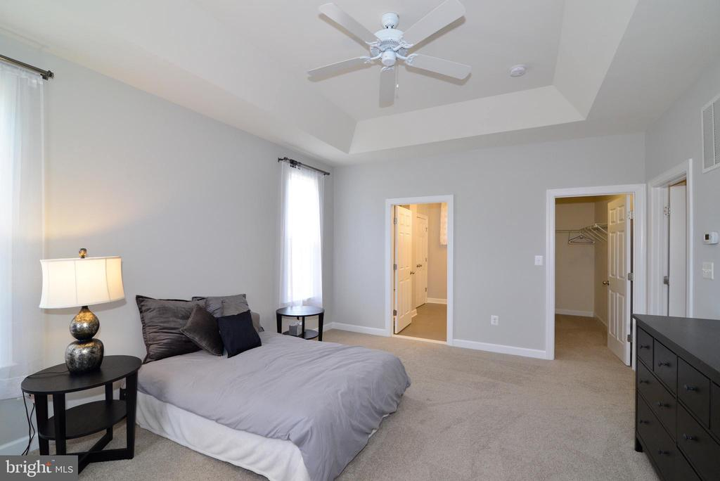 1st floor bedroom suite - 55 STONE OAK PL, ROUND HILL