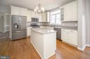 Beautifully updated Kitchen - 6126 MARINEVIEW RD, KING GEORGE
