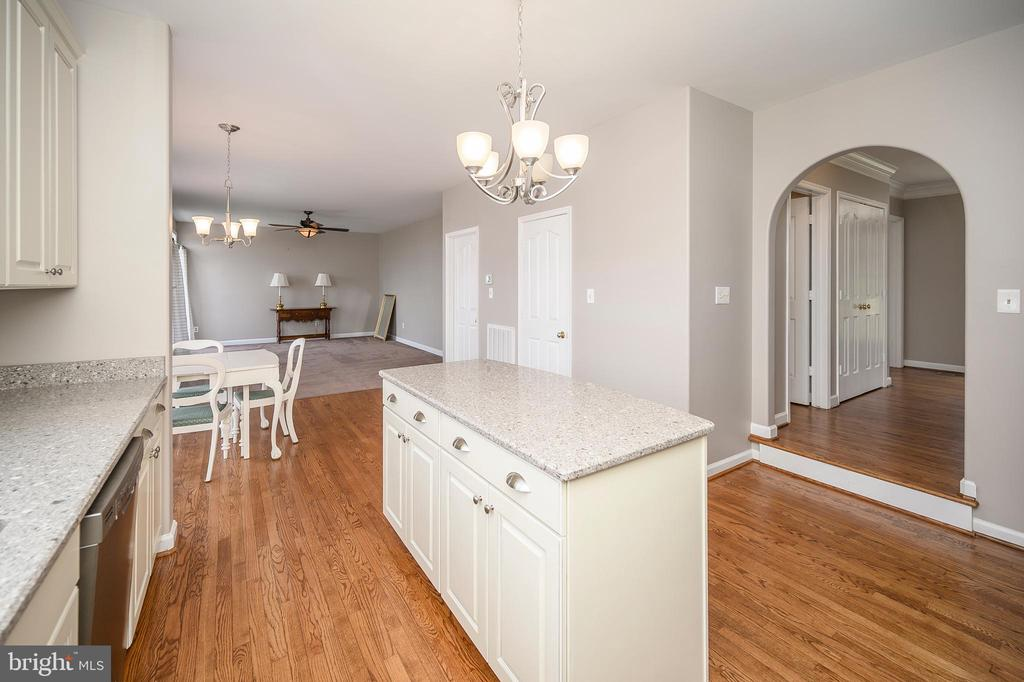 Kitchen opens to Family Room - 6126 MARINEVIEW RD, KING GEORGE
