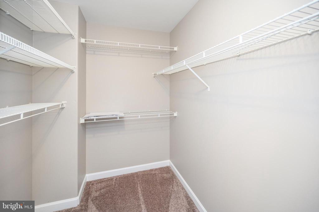 His/Hers separate Master Closets - 6126 MARINEVIEW RD, KING GEORGE