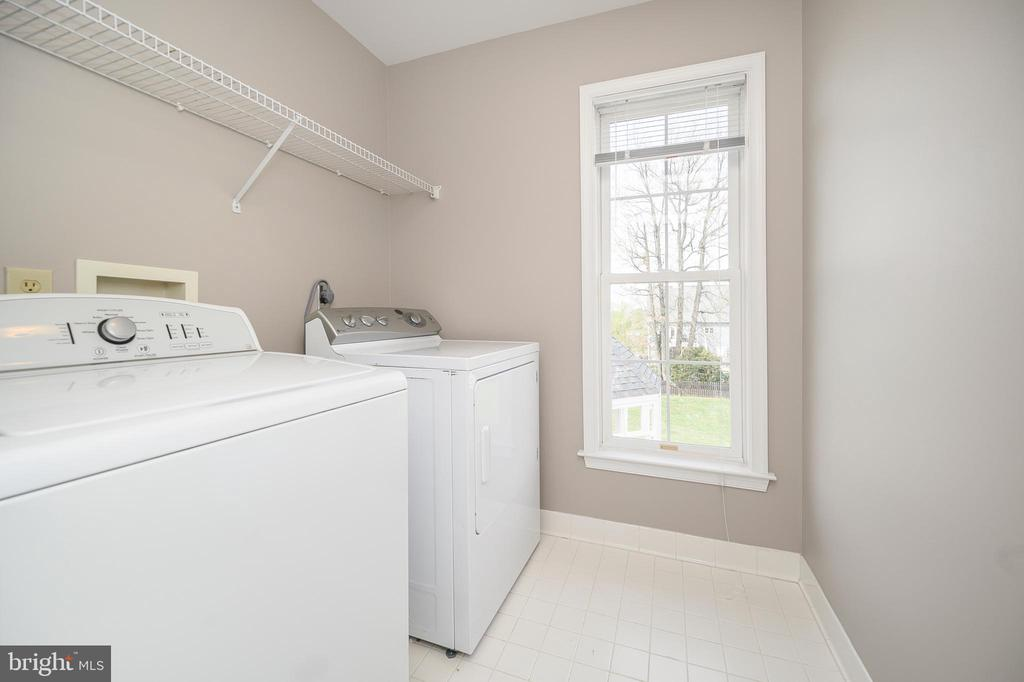 Laundry on Second Floor - 6126 MARINEVIEW RD, KING GEORGE