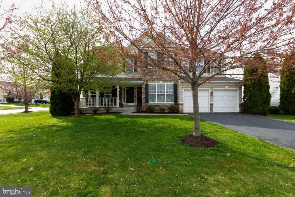 Front Yard with Mature Trees - 215 ALPINE DR SE, LEESBURG