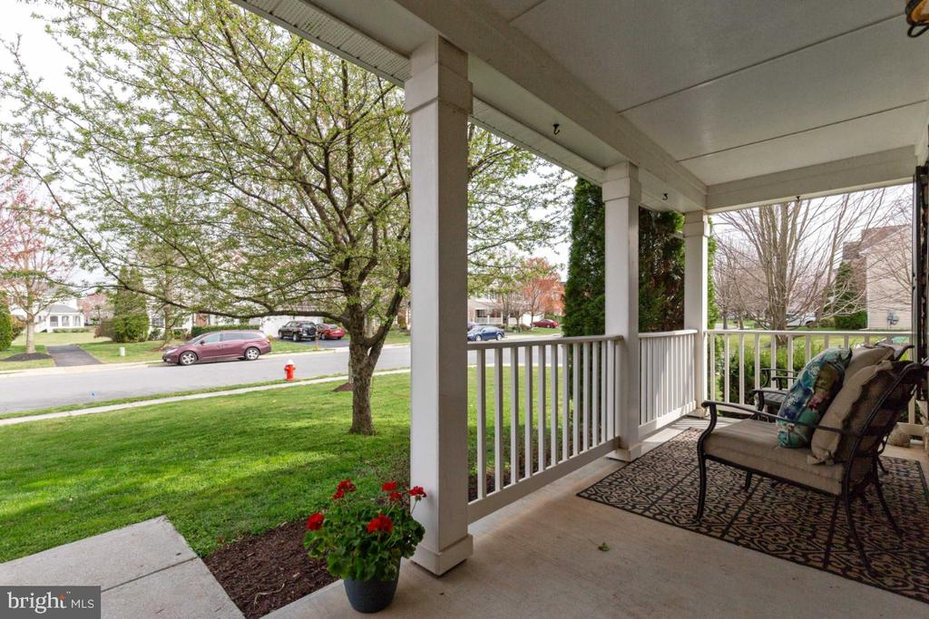 Inviting Front Porch - 215 ALPINE DR SE, LEESBURG