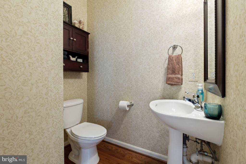 Half Bathroom on Main Level - 215 ALPINE DR SE, LEESBURG