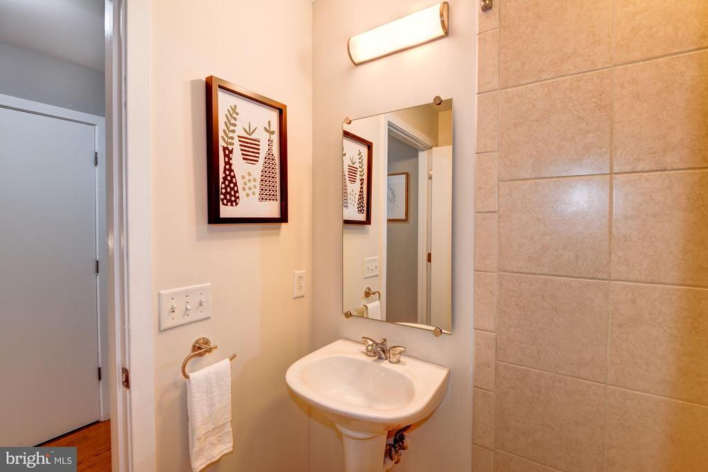 2nd Full Bathroom - 910 M ST NW #525, WASHINGTON