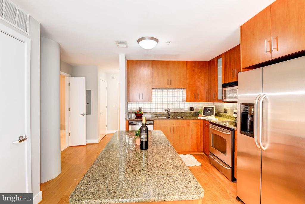 Kitchen - Hardwood Floors! - 910 M ST NW #525, WASHINGTON