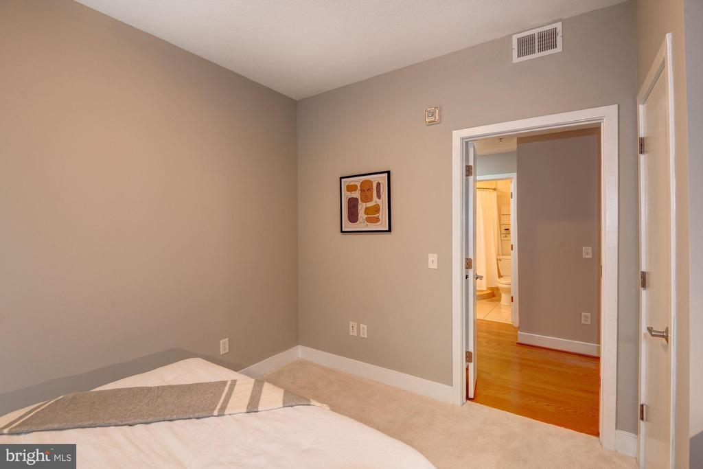 Den / 2nd Bedroom / Bonus Room / Home Office - 910 M ST NW #525, WASHINGTON