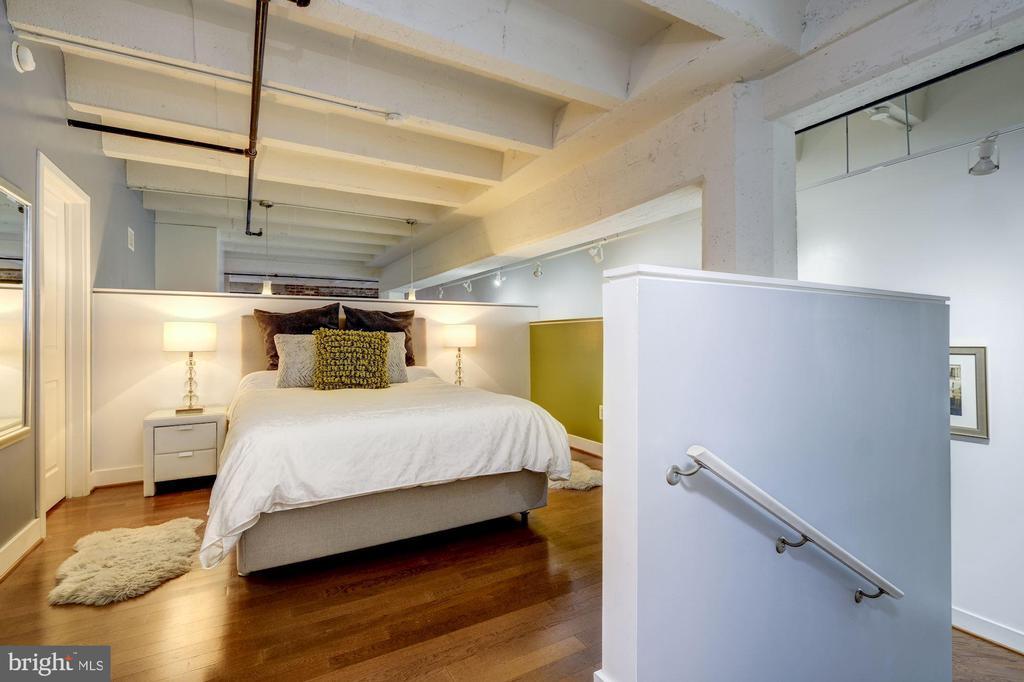 Bedwall easily accommodates king sized bed - 1701 KALORAMA RD NW #206, WASHINGTON