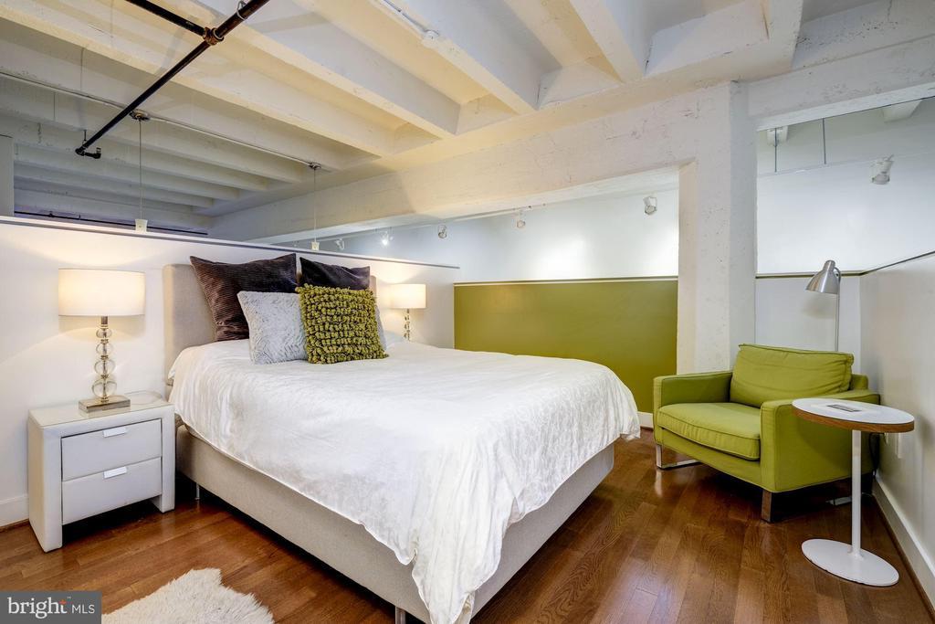 Raised bedroom/den space - 1701 KALORAMA RD NW #206, WASHINGTON