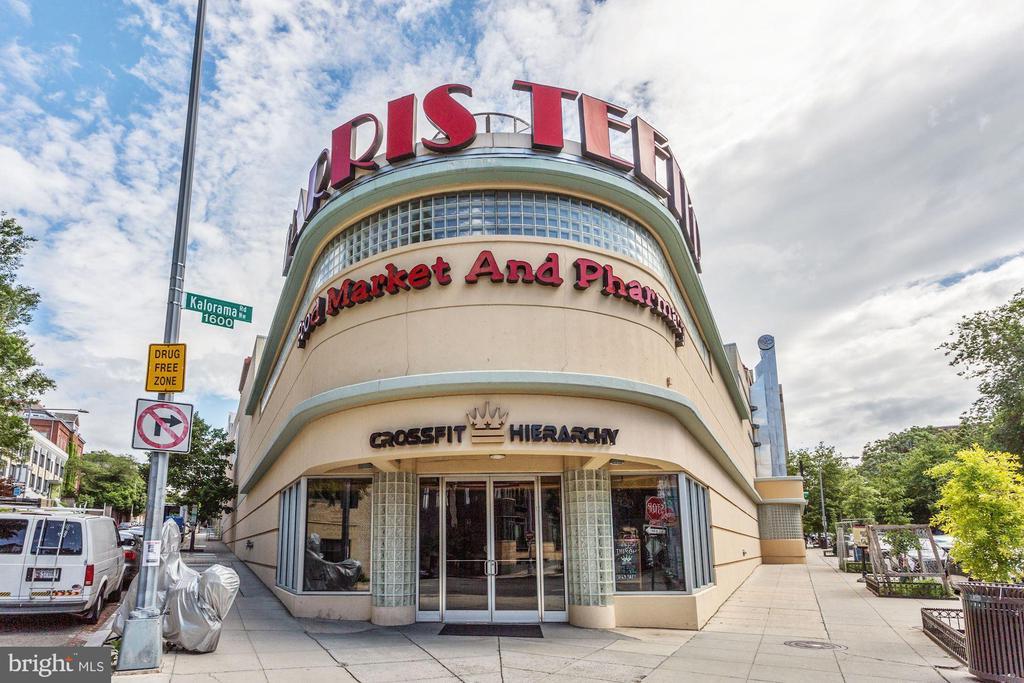 Harris Teeter grocery store across the street - 1701 KALORAMA RD NW #206, WASHINGTON