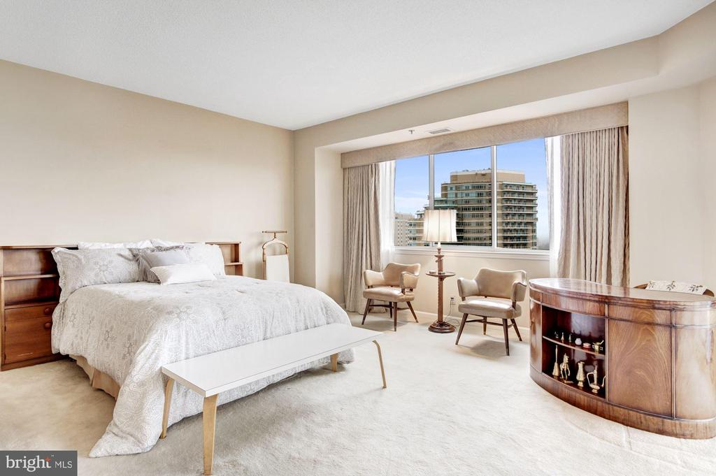 Master bedroom - 5600 WISCONSIN AVE #1408, CHEVY CHASE