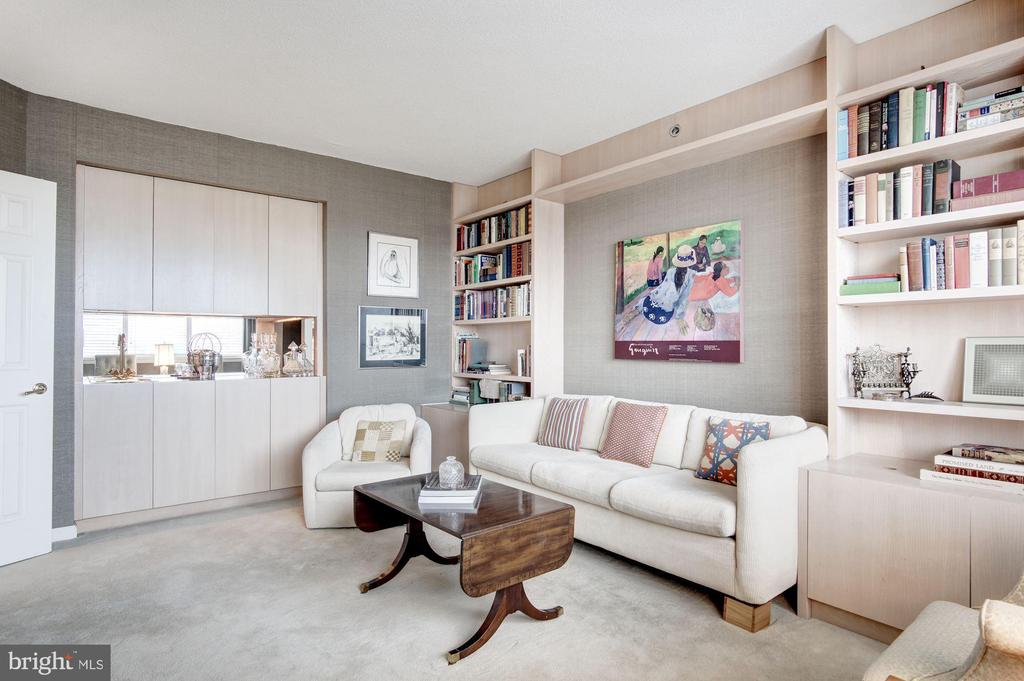 Den with wet bar - 5600 WISCONSIN AVE #1408, CHEVY CHASE