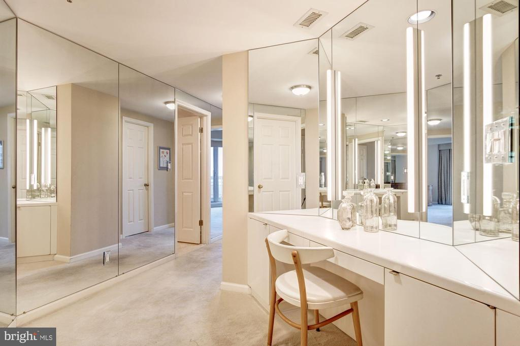 Master bedroom dressing area - 5600 WISCONSIN AVE #1408, CHEVY CHASE
